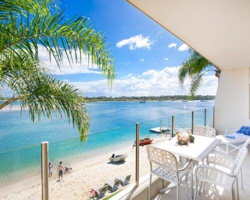 2-bedroom-2-bath-top-waterfront (10)